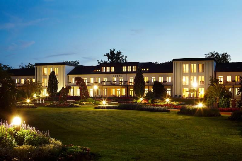 Best Western Hotel Bad Lippsringe Aussenansicht am Abend