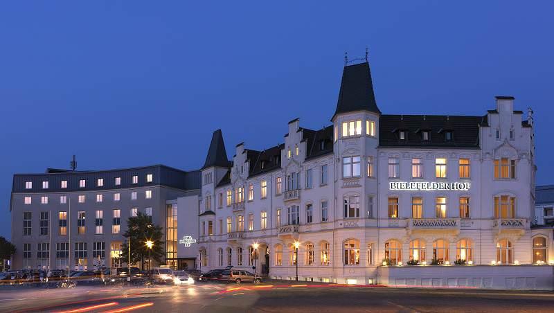 Hotel Bielefelder Hof Aussenansicht am Abend