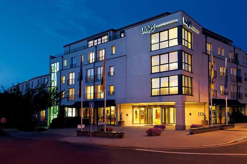 Victor's Residenz Hotel Erfurt Aussenansicht am Abend