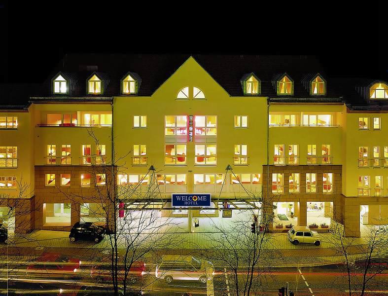 Welcome Hotel Marburg Aussenansicht bei Nacht